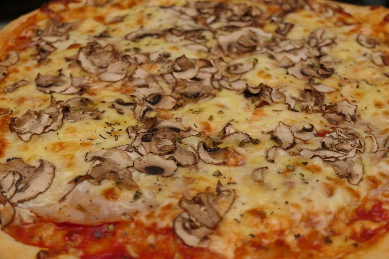 Tijesto za pizzu – više nećete ni pomisliti na dostavu