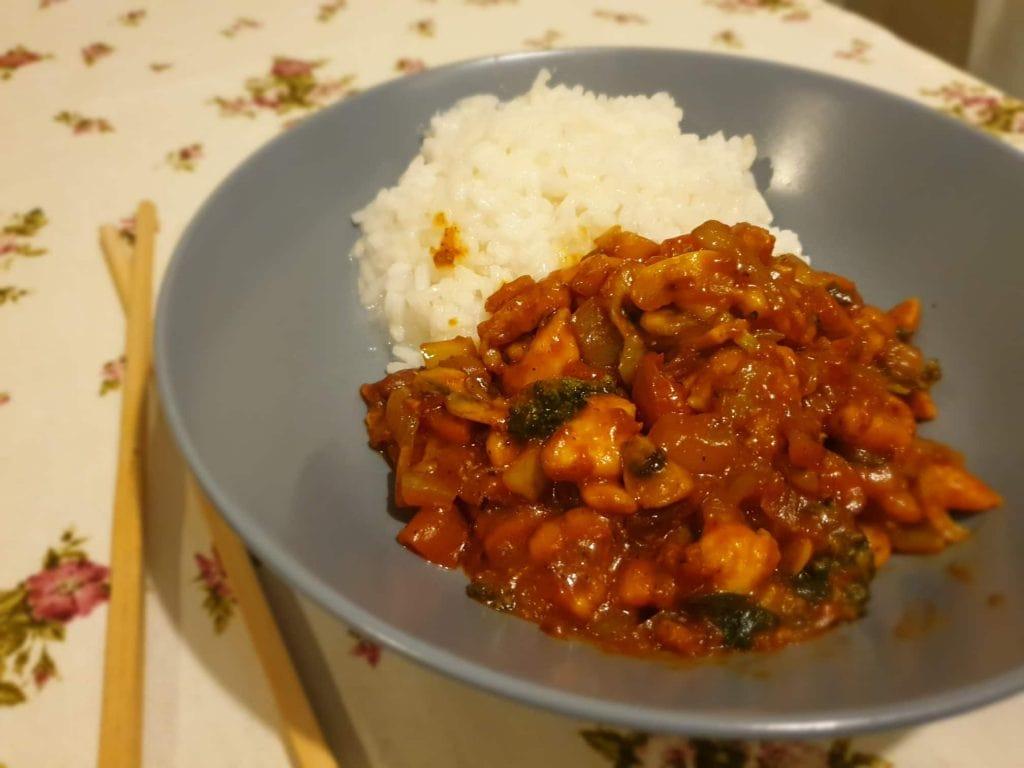 Spicy chicken – ljuta piletina s povrćem na kineski